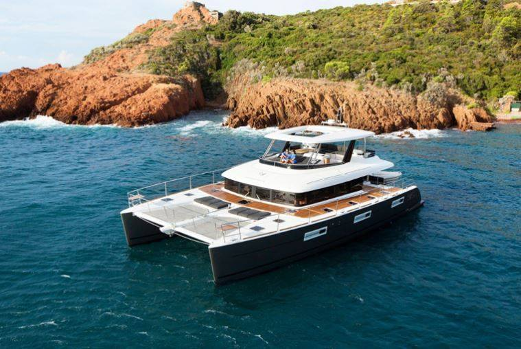 catamaran-GALUX-ONE-Charter