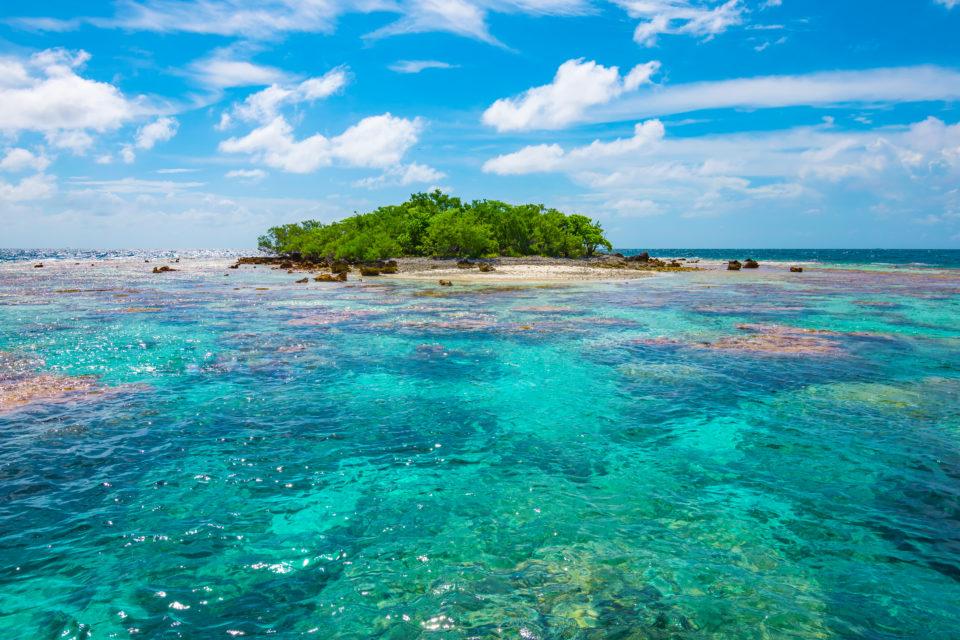luxury yacht vacations in tuamotus