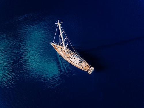 Monohull yacht
