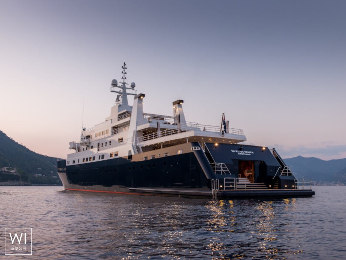 Bleu de Nimes Clelands Yacht 237