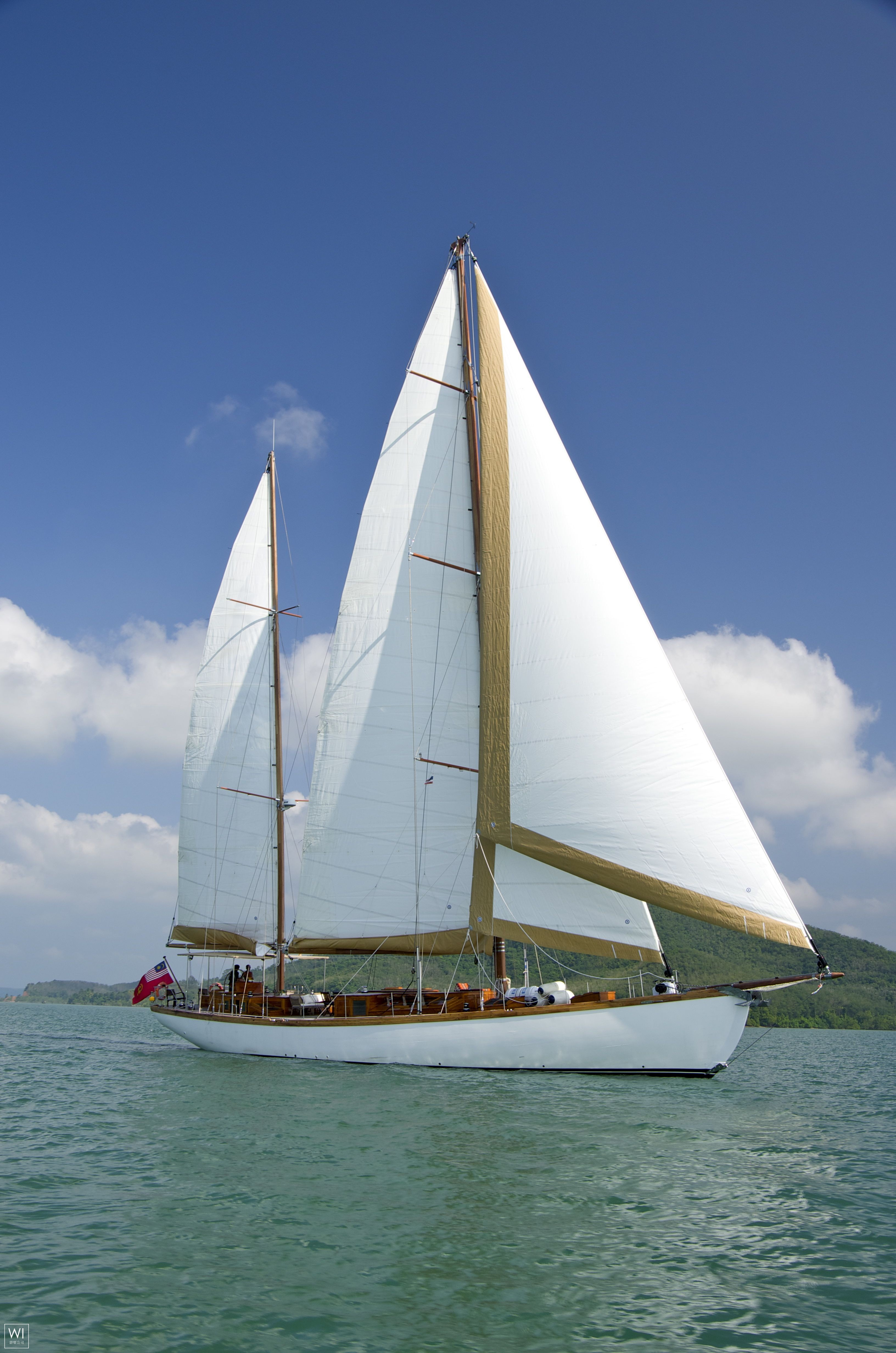 Aventure Custom Ketch 29M
