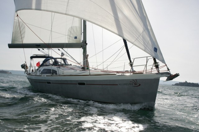Allures-yachts Allures 44 Exterior 2