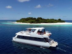 OVER REEF   Catamaran 54' Exterior 3