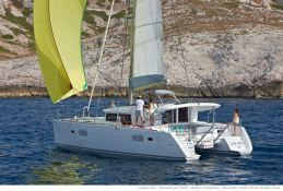 Lagoon 400 S2 with Watermaker Exterior 3