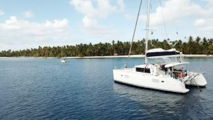 Lagoon 400 S2 with Watermaker Exterior 4