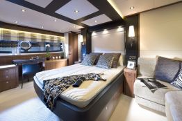 Manhattan 73' Sunseeker Interior 2