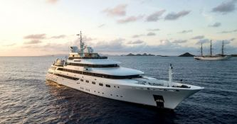 Omega  Mitsubishi Yacht 82M Exterior 7