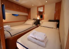 Princess Kitana  Sunseeker Yacht 75' Interior 6