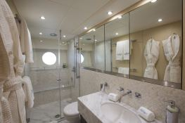 Finezza  Sunseeker Yacht 75' Interior 1