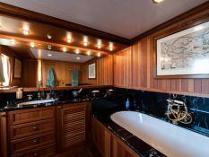 Bleu de Nimes  Clelands Yacht 237 Interior 18
