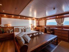 Bleu de Nimes  Clelands Yacht 237 Interior 19