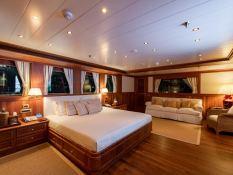 Bleu de Nimes  Clelands Yacht 237 Interior 6