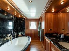Bleu de Nimes  Clelands Yacht 237 Interior 8