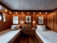 Bleu de Nimes  Clelands Yacht 237 Interior 26