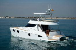 Flashcat 435 Flash Catamaran Exterior 1