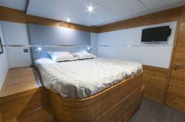 SKYLARK  Sunreef Catamaran Power 70' Interior 7