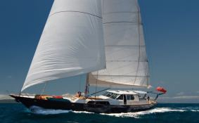Asia   Yacht 100' Exterior 2