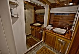 Turkish Delight (Turkish Gulet 25M) Interior 4