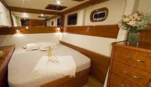 Blaze II Sunreef Catamaran Sail 62' Interior 10