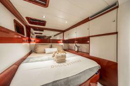 Dolce Vita  Sunreef Catamaran Sail 62' Interior 12