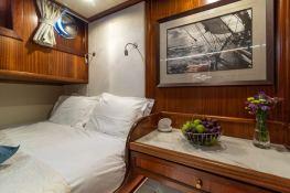 Smart Spirit I   Schooner 28M Interior 16