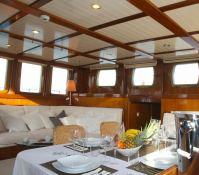Smart Spirit I Schooner 28M Interior 2