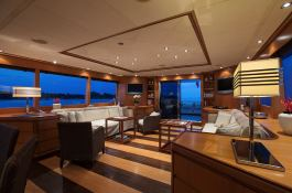 Cappuccino Tigullio Yacht 32M Interior 2