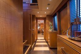 Cappuccino  Tigullio Yacht 32M Interior 9