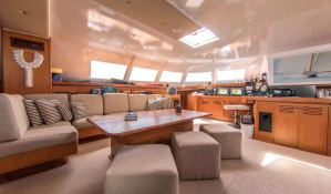 LONESTAR    Catamaran 85 Interior 2