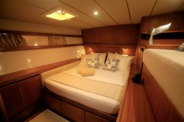 LONESTAR    Catamaran 85 Interior 1