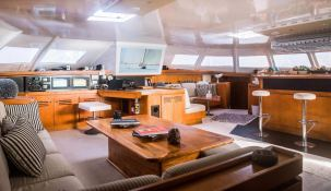 LONESTAR    Catamaran 85 Interior 5