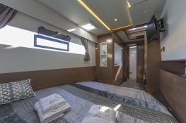 MY 37 Fountaine Pajot Interior 5