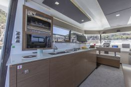 MY 37 Fountaine Pajot Interior 3
