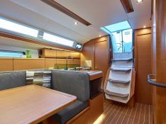 Sun Odyssey 419 Jeanneau Interior 1