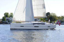 Dufour 412 Dufour Yachts Exterior 5
