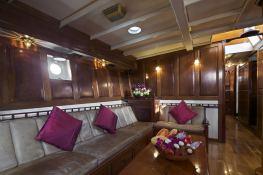 Schooner 31M Interior 2