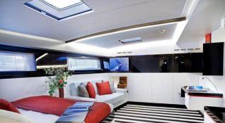 Nomad IV   Maxi Dolphin FC100 Interior 6