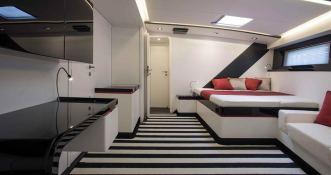 Nomad IV   Maxi Dolphin FC100 Interior 4