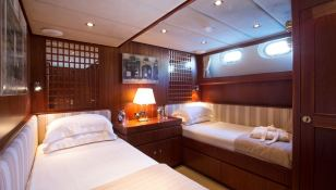 Infatuation  Jongert Ketch 41M Interior 7