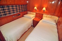 Manhattan 82 Sunseeker Interior 7