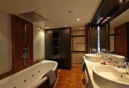 Quantum Peri Yachts 28M Interior 6