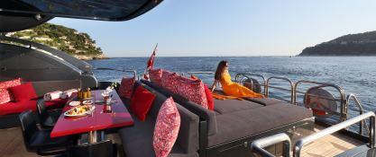 KOJI  Leopard Yachts Leopard 34M Interior 2