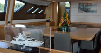 Maxi Beer  Ferretti Yacht 881 Interior 4