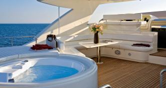 Maxi Beer  Ferretti Yacht 881 Exterior 3