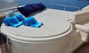 Maxi Beer  Ferretti Yacht 881 Interior 9