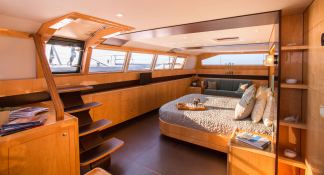 Windquest  JFA Catamaran 86 Interior 7
