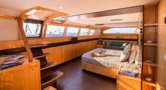 Windquest  JFA Catamaran 86 Interior 7