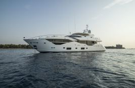 N°9  Sunseeker Sport Yacht 115 Exterior 2
