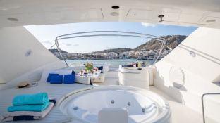 ESTIA YI  Ferretti Yacht 880 Interior 7