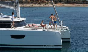 Saona 47 with watermaker & A/C Exterior 3